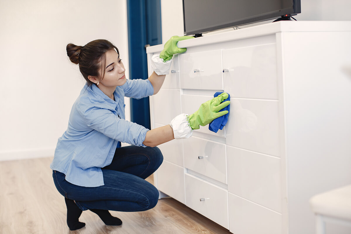 woman-with-sponge-rubber-gloves-cleaning-house (1)